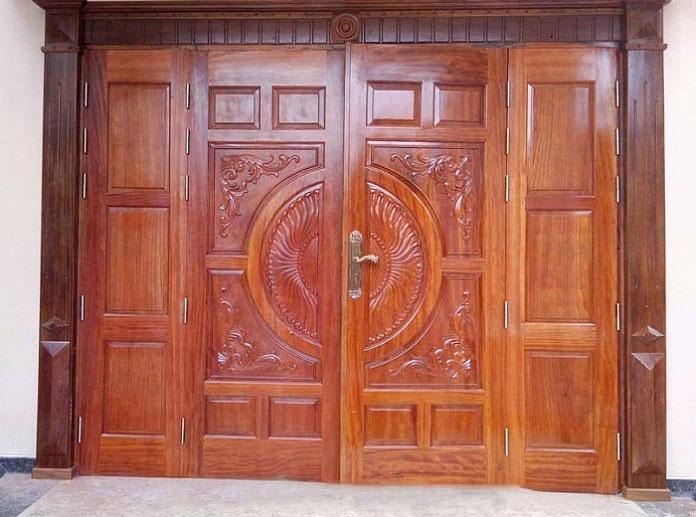 Kích thước cửa đi 4 cánh gỗ không bằng nhau giúp cho ngôi nhà tạo nên vẻ đẹp riêng biệt cũng như giúp cho gia đình ra vào thuận tiện nhất
