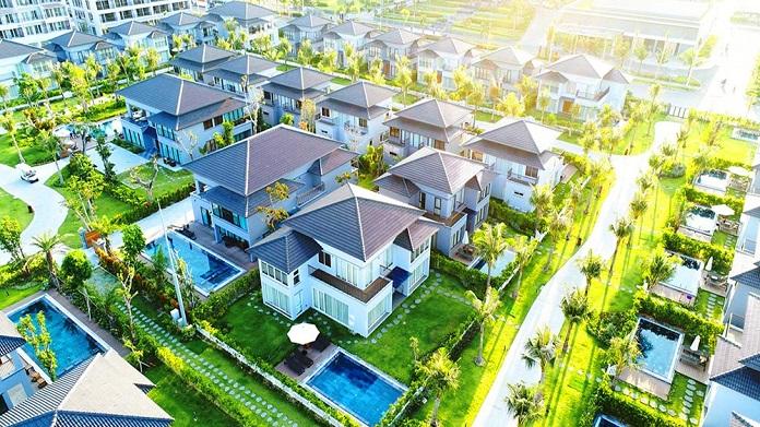 Nhà ở tại thành phố thường mọc lên chi chít, sát nhau. Do đó quy định về mật độ xây dựng nhà phố thường sẽ phức tạp và khó khăn hơn rất nhiều so với quy định về nhà ở tại nông thôn.